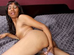 Amateur black milf rubbing her pink pussy